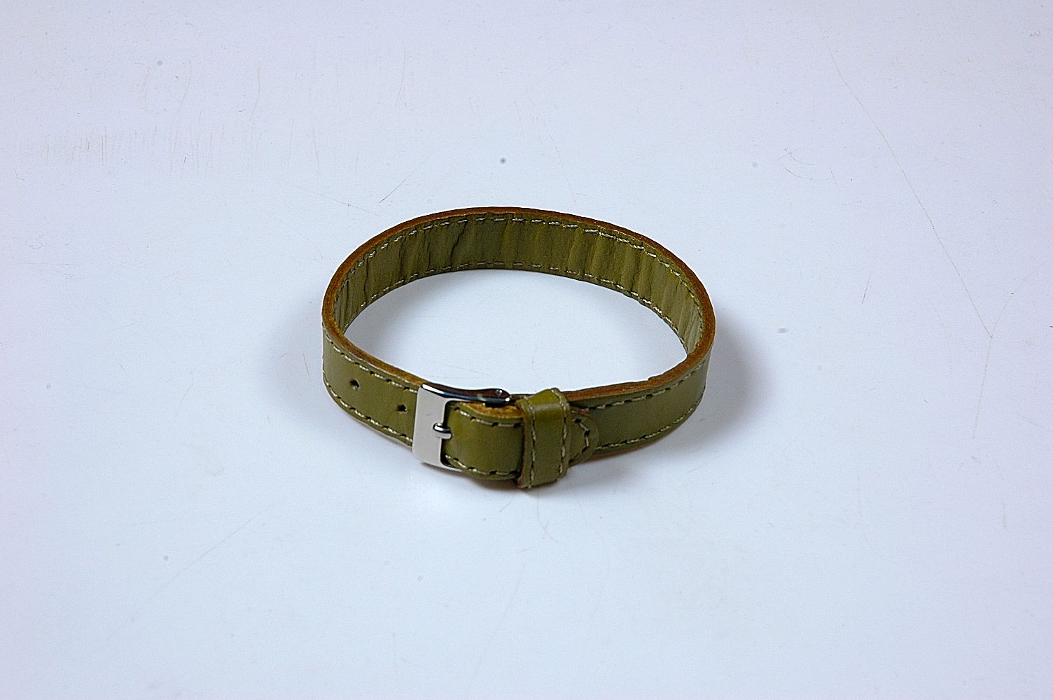 leather--bracelet-with-flat-leather